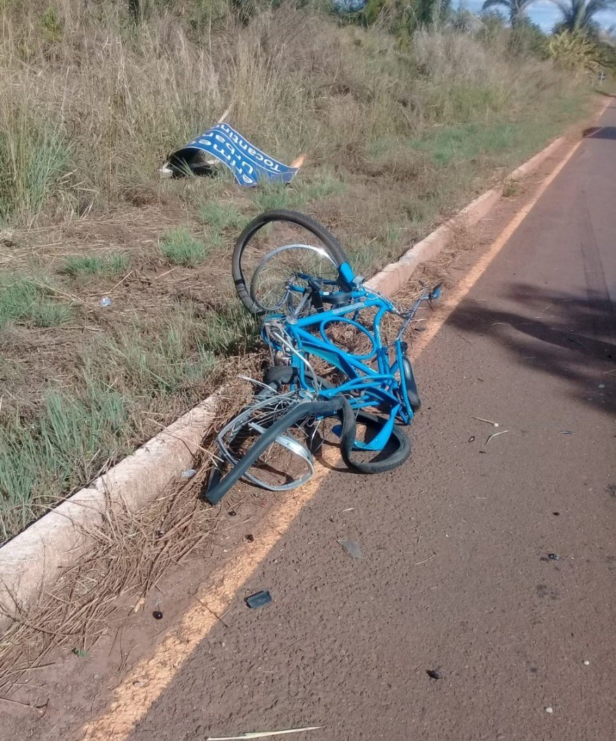 Bicicleta do idoso ficou destruída (Foto: Divulgação)