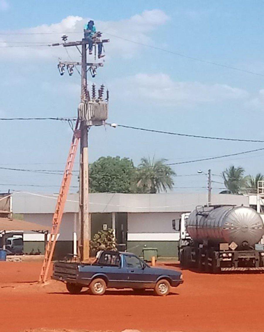 Serviços no sistema elétrico só podem ser realizados por equipes da distribuidora de energia