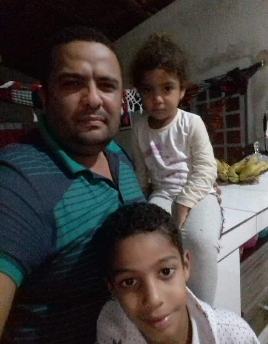 Vereador Adelsim disse que filhos estão em pânico após casa ser alvo de tiros