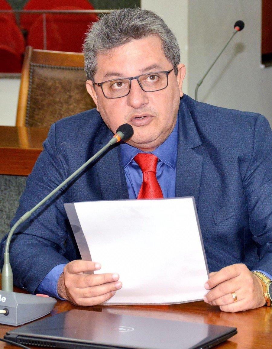 Deputado Jair Farias pede ação do governo para evitar que campus da UEG, em Campos Belos-GO, se feche prejudicando estudantes do sudeste (Foto: Ísis Oliveira)