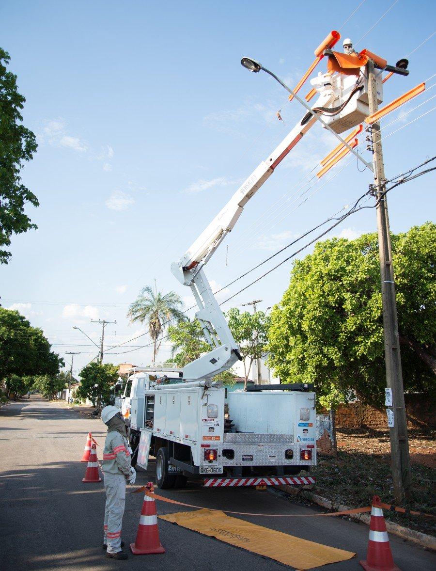 Cliente deve informar à concessionária sempre que for demandar  mais carga pois assim evita sobrecarga na rede de energia