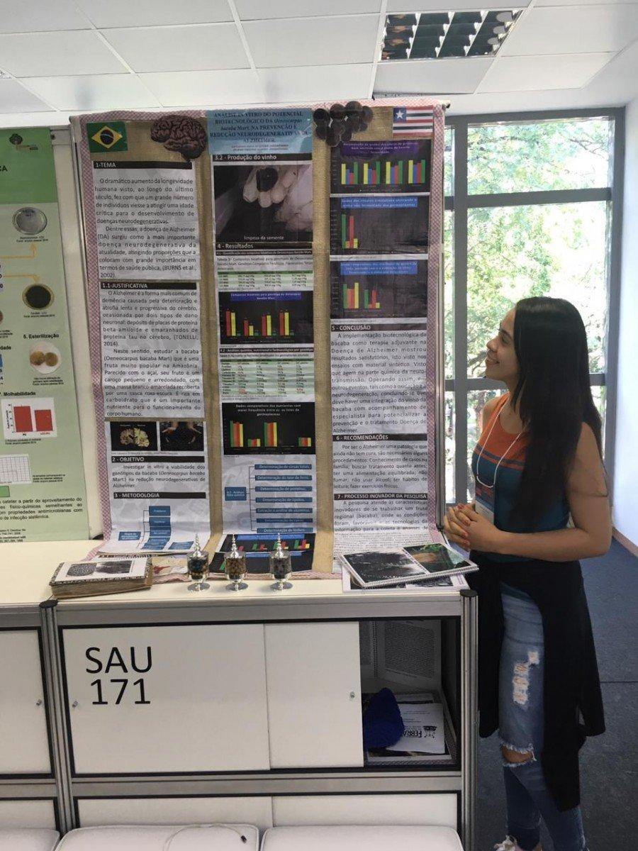 Catarina durante apresentação do projeto na Febrace (Foto: Arquivo Pessoal/Divulgação)