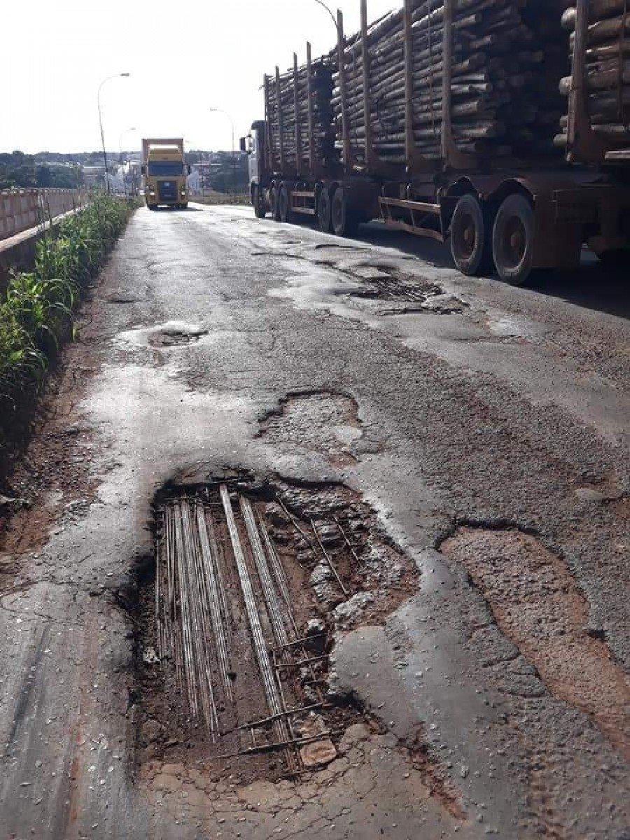 Ponte que liga Aguiarnópolis a Estreito-MA corre risco de cair a qualquer momento (Foto: O Tocantins)