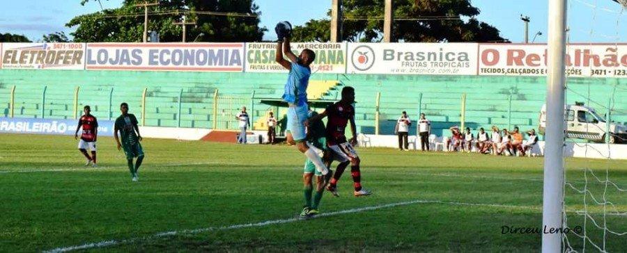 Goleiro Gustavo Recife quando jogava pelo Tocantinópolis (Foto: Dirceu Leno)