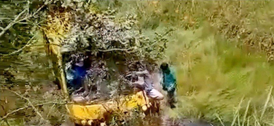 Crianças sairam do veículo pelo para-brisa após acidente