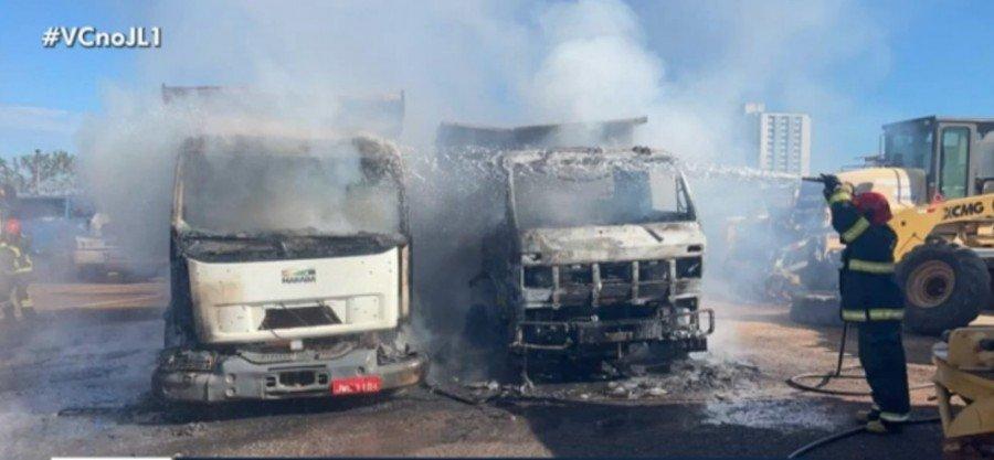 Incêndio atingiu três caminhões que estavam estacionados no pátio da Secretaria Municipal de Obras de Marabá-PA (Foto: Reprodução/TV)