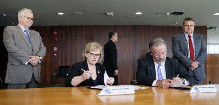 O documento foi assinado pela presidente do TSE, ministra Rosa Weber, e pelo ministro da Segurança Pública, Raul Jungmann