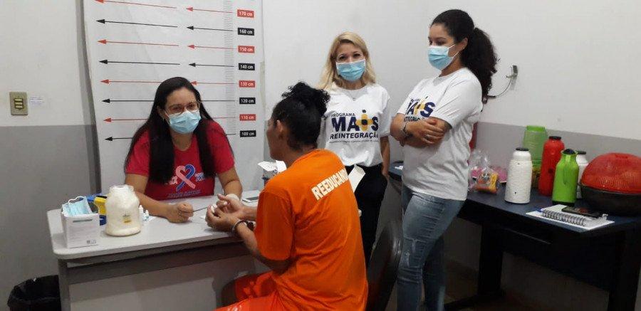 Seciju promove exames e palestras de conscientização sobre a Campanha Outubro Rosa para custodiadas na Unidade Penal Feminina de Ananás