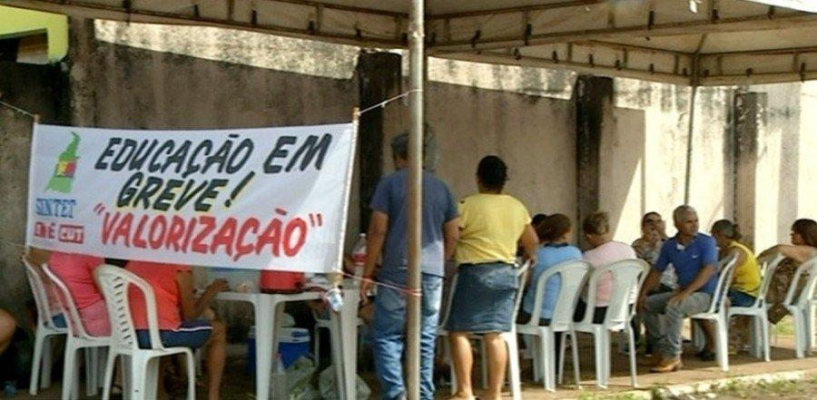 Servidores da educação reivindicam direitos em greve (Foto: Reprodução/TV Anhanguera)