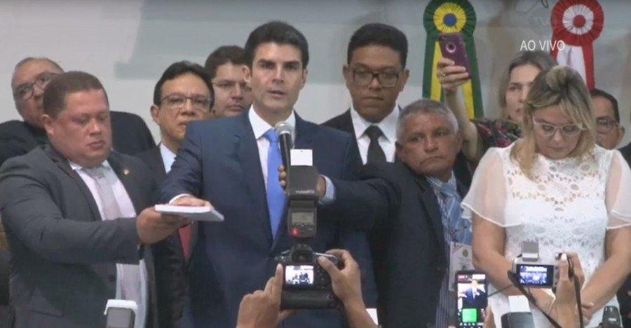 Helder Barbalho tomou posse em cerimônia na Alepa (Foto: Reprodução/TV Alepa)