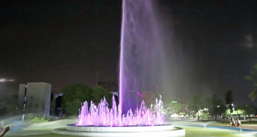 Também foi reinaugurada a Fonte Luminosa, localizada no lado norte da Praça dos Girassóis (Foto: Esequias Araújo)