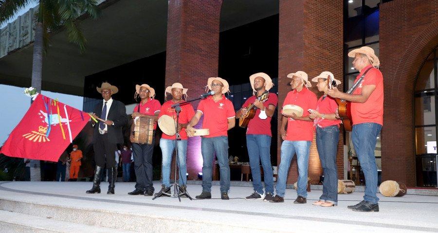 Formatura de oficiais e inauguração da Galeria dos Governadores contou com apresentações dos catireiros de Natividade (Foto: Esequias Araújo)