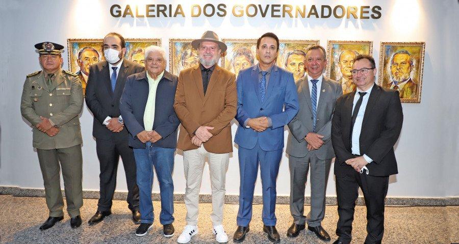 Solenidade de inauguração da galeria contou com a presença de ex-governadores e representantes de ex-governadores (Foto: Esequias Araújo)