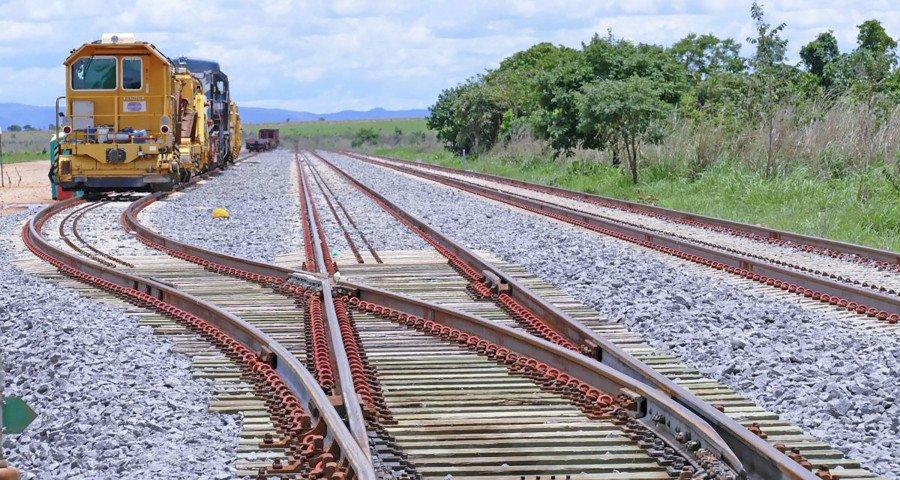 Mais 800 km de trilhos da Ferrovia Norte-Sul cortam o Tocantins, possibilitando acesso aos Portos de Itaqui (MA) e Santos (SP)