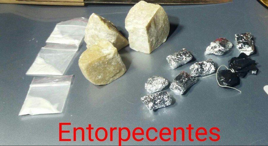 Entorpecentes encontrados em posse dos indivíduos (Foto: Divulgação PMTO)