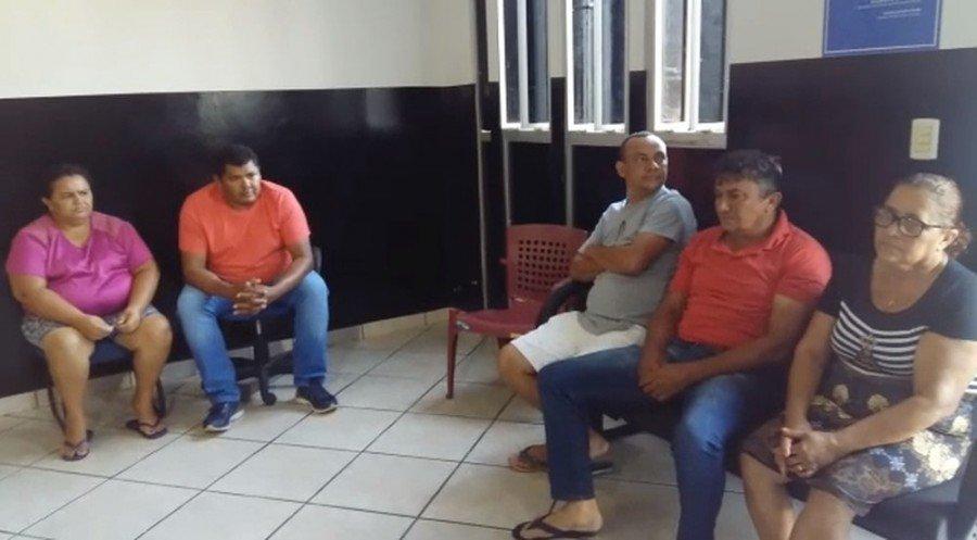 Vereadores estão detidos na delegacia de Augustinópolis (Foto: Reprodução/TV Anhanguera)