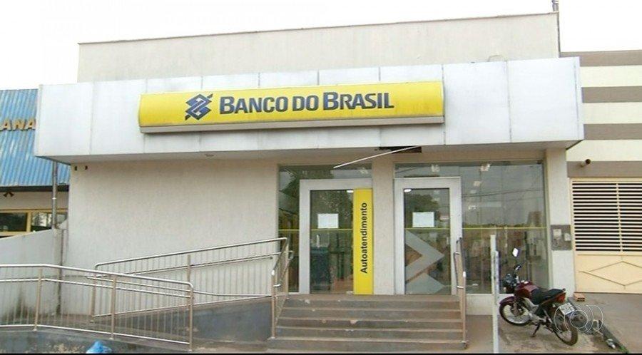 Banco voltou a funcionar em Ananás, mas moradores ainda sentem dificuldades de sacar dinheiro (Foto: Reprodução/TV Anhanguera)