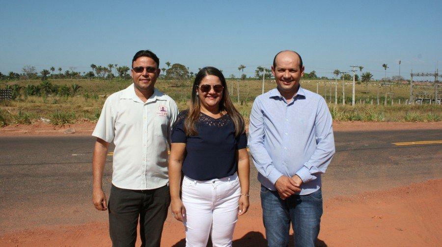 Empresário, reitora e prefeito (Foto: Caio Mascarenhas/Ascom Unitins)