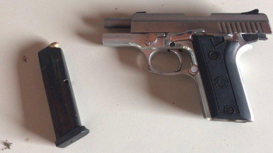 Arma usada em roubo foi apreendida em Aparecida do Rio Negro (Foto: Divulgação PMTO)