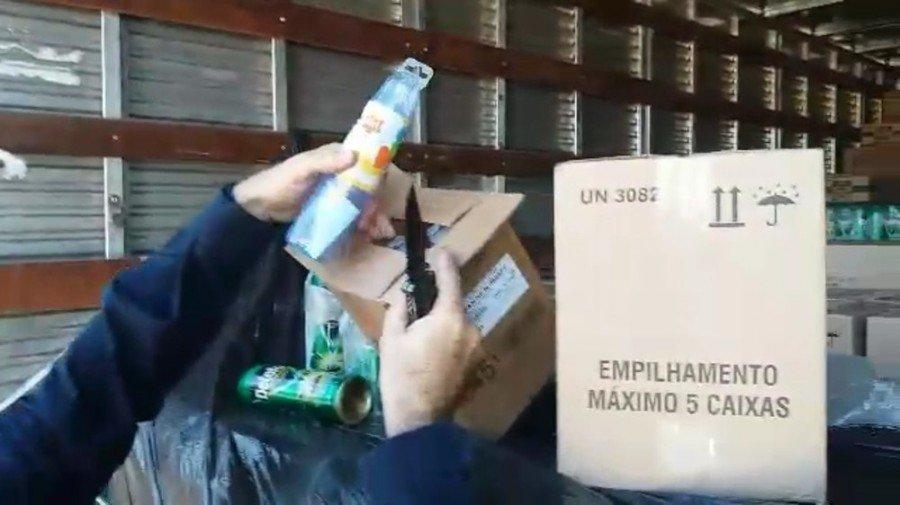 Mamadeiras eram transportadas junto com inseticida (Foto: Divulgação/PRF)