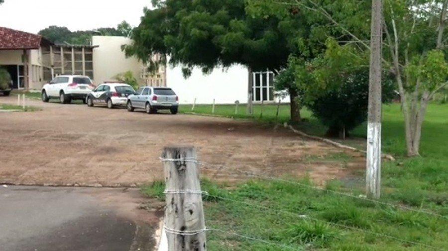 A Polícia buscou por ele em um hotel de propriedade da família, mas o ex-juiz eleitoral João Olinto Garcia de Oliveira teria fugido