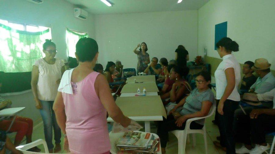 Professora Cynthia Mara discutiu o papel das mulheres nos bairros e os caminhos que elas percorrem para a construção da cidadania