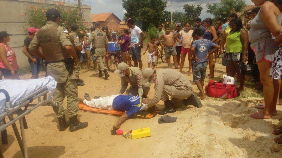 Homem foi assassinado a pauladas durante uma briga na Vila Miranda, em Araguatins