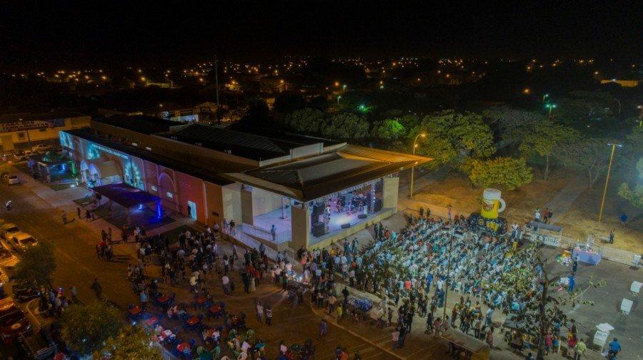 Com grande público e autoridades, Prefeito de Gurupi, Laurez Moreira entregou o Centro de Convenções Mauro Cunha