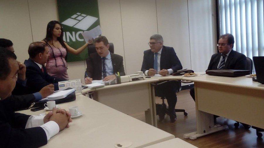 Com senador Vicentinho Alves e deputado federal Vicentinho Júnior, Cláudio Santana garante no INCRA R$ 2 milhões para a zona rural