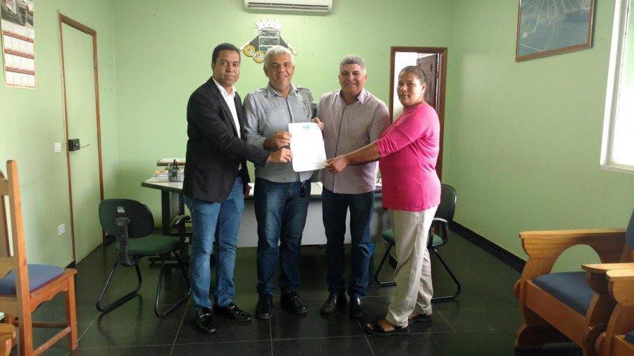 Sandro Adrian (E), Carlão, prefeito Cláudio Santana e Maria da Conceição (Foto: Divulgação)