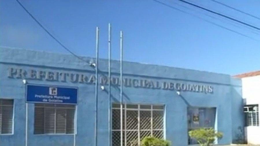 Ela levou documentos que eram da Prefeitura de Goiatins para político assinar como se ainda fosse prefeito