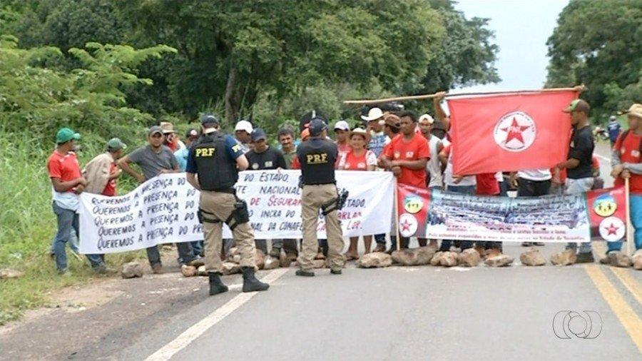 Protesto durou mais de 30 horas e causou congestionamento (Foto: Reproducão/TV Anhanguera)