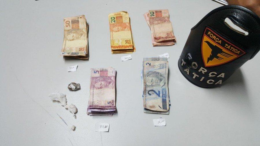 Drogas e dinheiro encontrado em residência de casal suspeito de tráfico em Araguaína