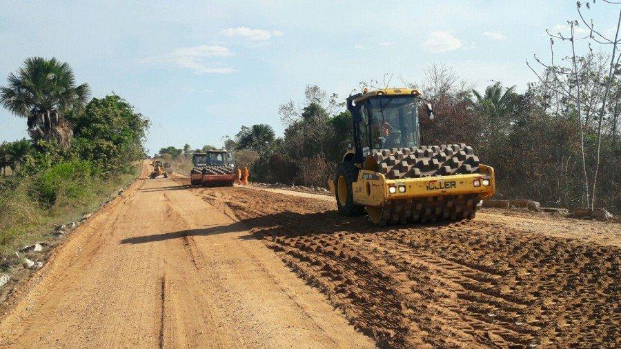 Os serviços estão sendo realizados no trecho da TO-010, ente o entroncamento da BR-230 até a cidade de Araguatins
