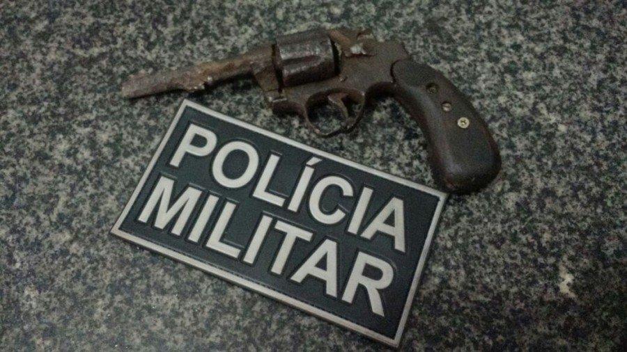 Arma localizada durante abordagem da PM (Foto: Divulgação PMTO)