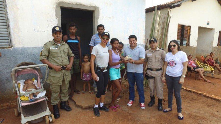 Moradora de Tocantinópolis agradece à PM por doações (Foto: Divulgação PMTO)