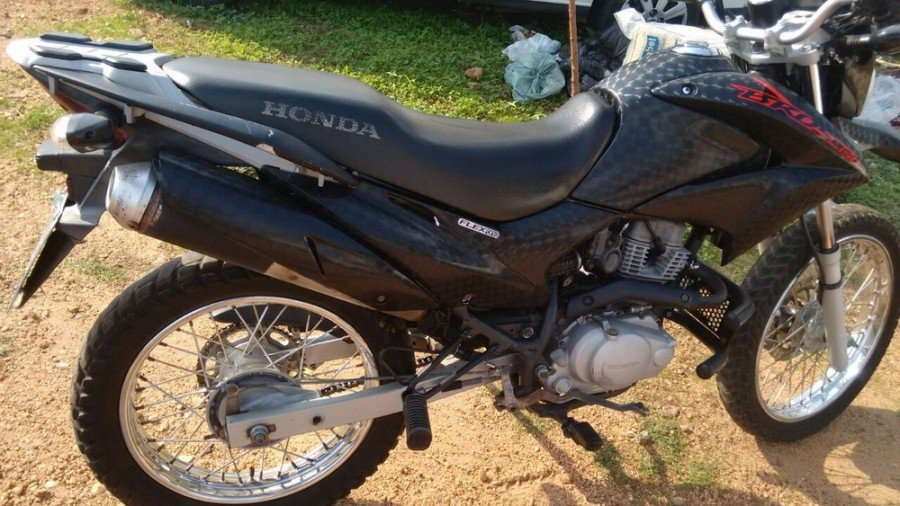 Motocicleta roubada foi recuperada com o suspeito (Foto: Divulgação/Polícia Militar)