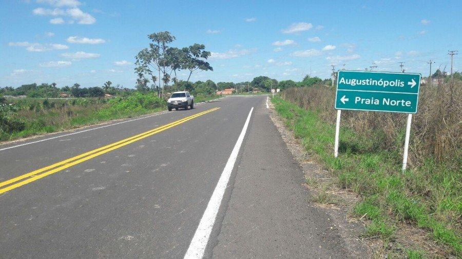Governo do Tocantins entrega a população asfalto novo de Augustinópolis a Praia Norte