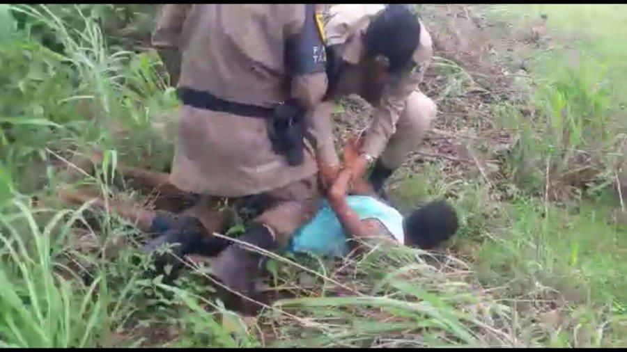 Adolescente é apreendido em solo após ser localizado em meio a mata