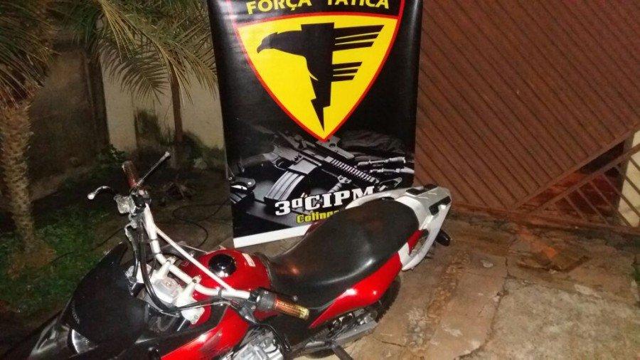 Motocicleta apreendida com o autor do crime em Colinas