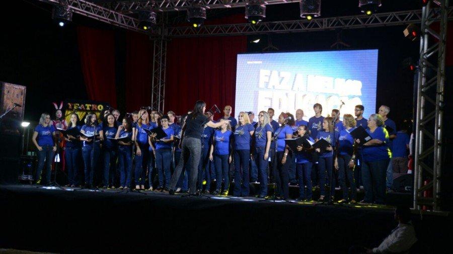 Coral Municipal de Palmas abriu o evento (Foto: Luciana Pires)