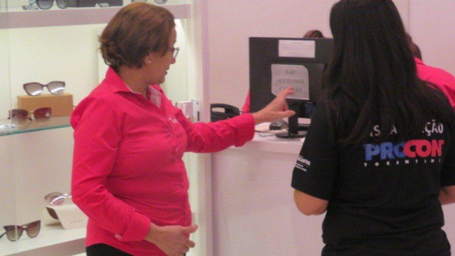 A gerente Rosa Maria diz que orientações do Procon ajudam na padronização do atendimento