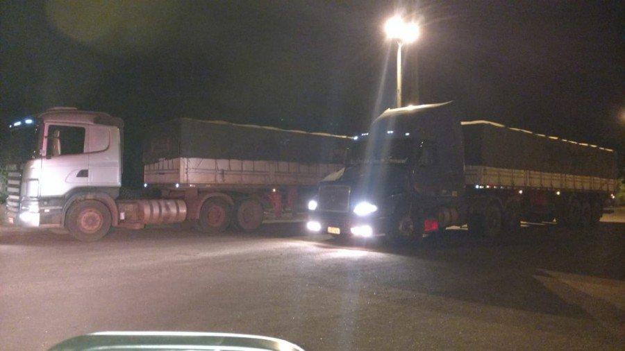 Os dois veículos foram encaminhados à Central de Flagrantes em Palmas (Foto: Divulgação PMTO)
