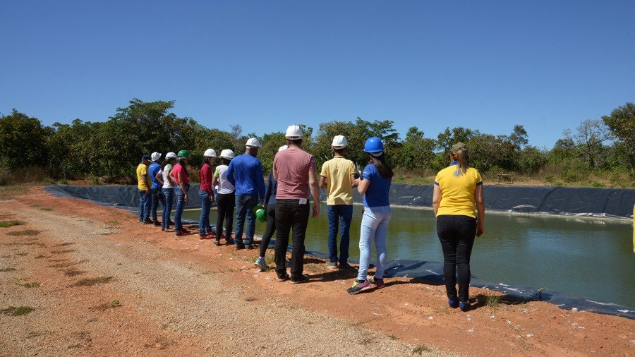 Além dos estudante do IFTO, 12 associados do Lions Clube conheceram o Aterro Sanitário (Foto: Regiane Rocha)
