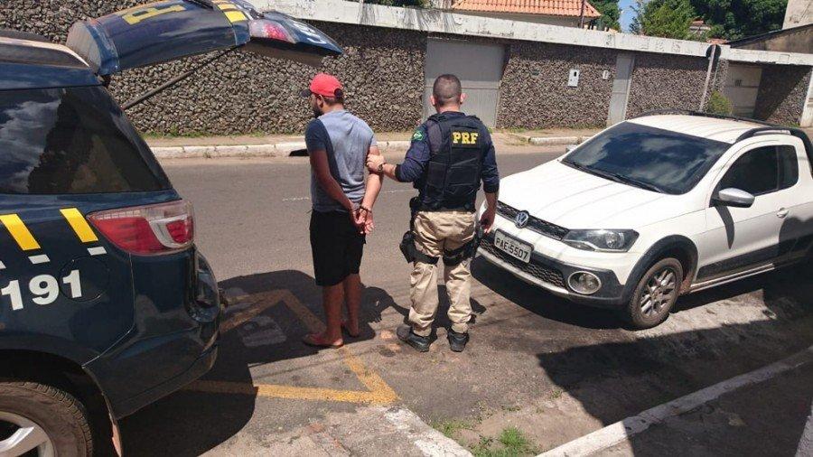 Condutor da picape foi conduzido ao Plantão Central da Polícia Civil em Imperatriz (Foto: Divulgação/Polícia Rodoviária Federal)