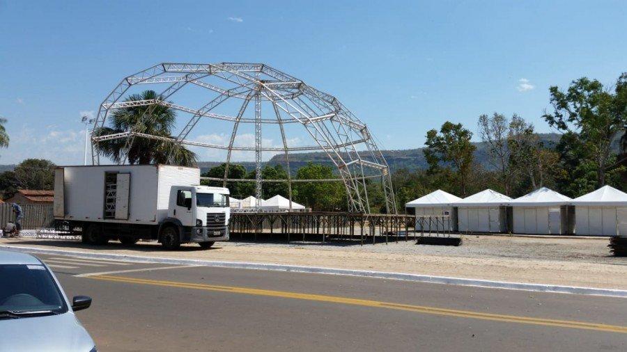 Palco e tendas já estão sendo montados para receber o 12º Festival Gastronômico de Taquaruçu