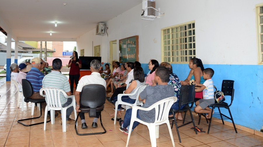 Psicóloga Brena Alves falou sobre o envelhecimento humano aos idosos do Cras Santa Barbára