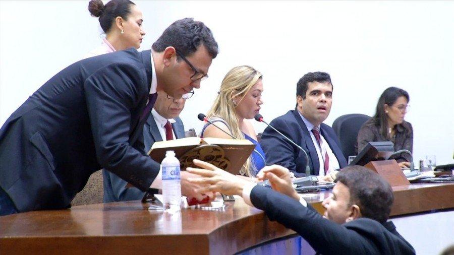 Deputado Eduardo Siqueira Campos voltou a passar mal no plenário da Assembleia Legislativa