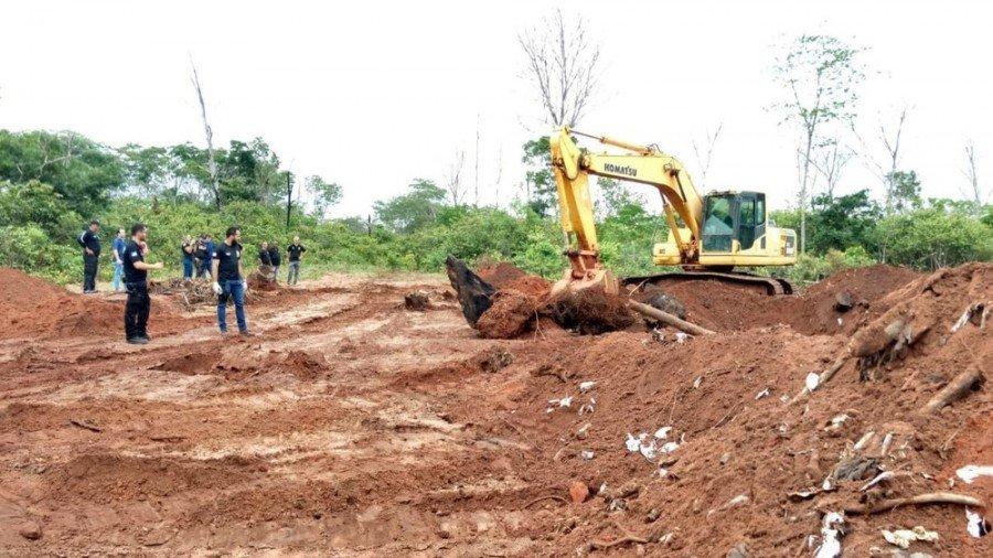 Perícia será feita para definir a quantidade de lixo enterrado na fazenda da família do deputado estadual Olyntho Neto