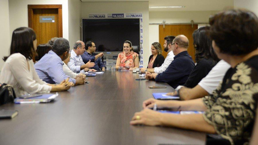 Prefeita agradeceu o empenho do secretariado durante reunião (Foto: Edu Fortes)